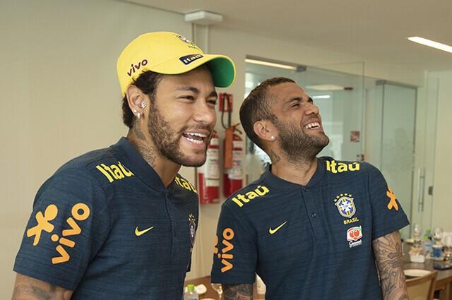 320458_neymar_dani_alves_brasil_070919_afpe.jpg