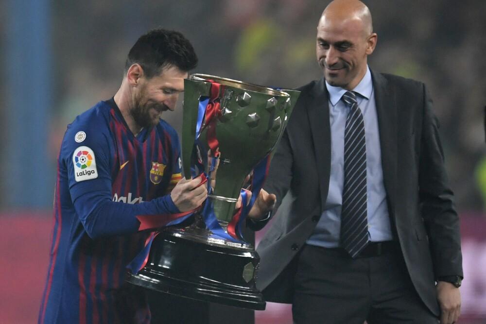 Trofeo Barcelona Lionel Messi 151020 Getty Images E.jpg