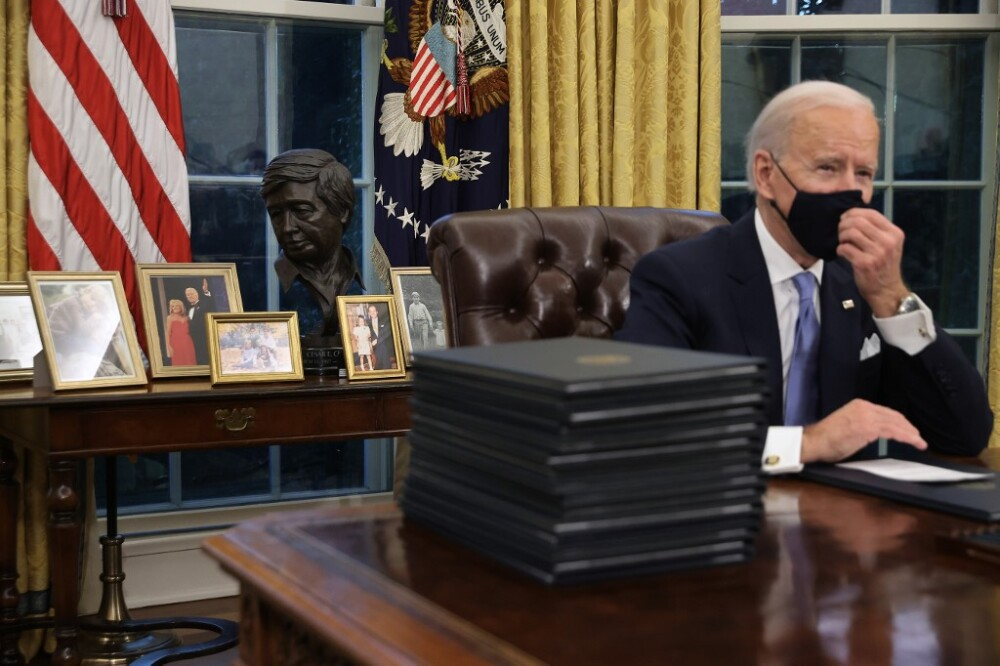 Joe Biden en el despacho Oval de la Casa Blanca en su primer día como presidente