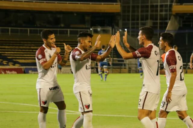 333157_Wilson Morelo celebra su gol con Colón