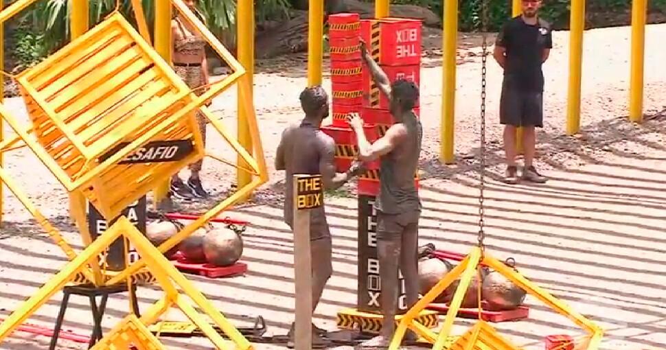 Juan Manuel y Olimpico se ayudan.jpg