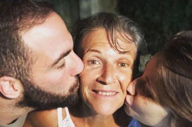333394_Gonzalo Higuaín junto a su madre
