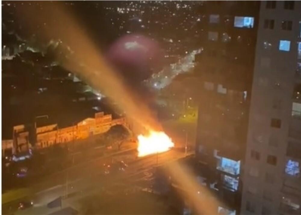 Bus SITP incinerado por manifestantes Foto Suministrada.jpg