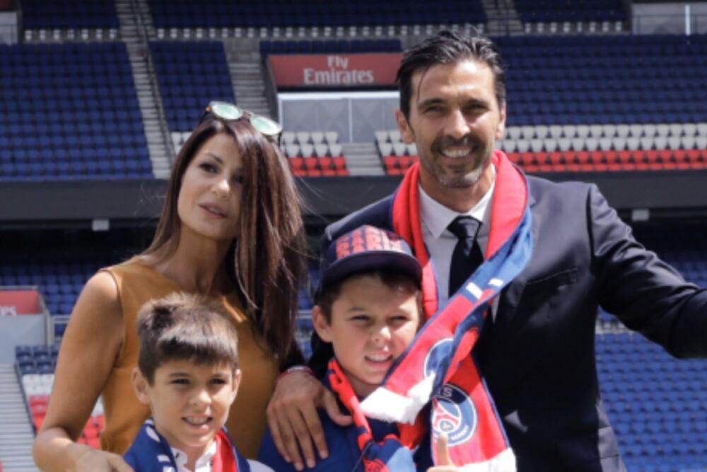 Familia Gianluigi Buffon 140221 AFP E.jpg