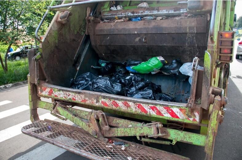 Niño murió aplastado por un camión de basura