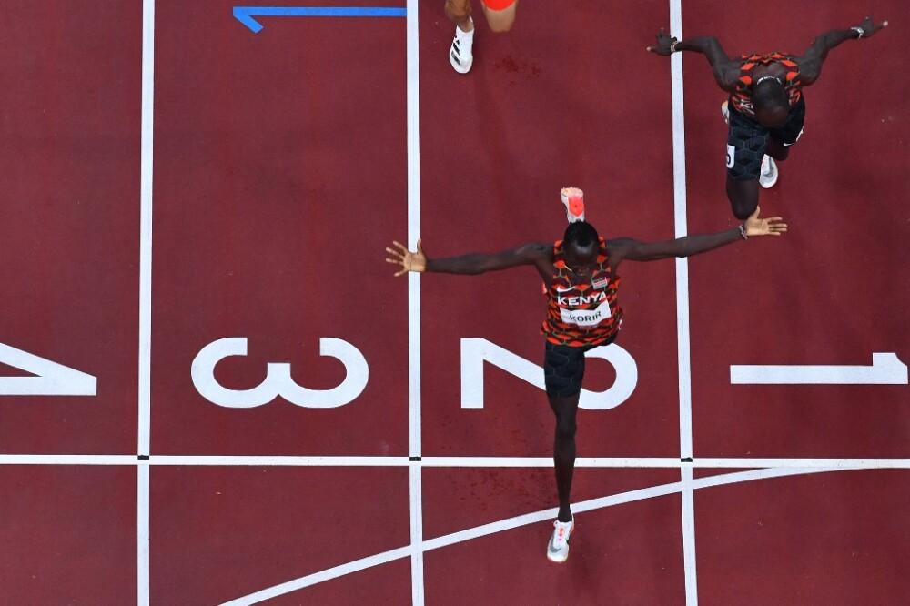 Emmanuel Korir, ganador de los 800m