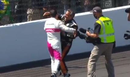 Juan Pablo Montoya felicitó a Helio Castroneves por su victoria en Indianápolis.
