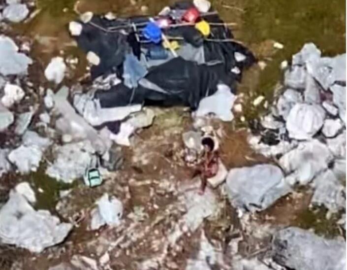 Rescatan a tres náufragos en pequeña isla del Caribe.jpeg