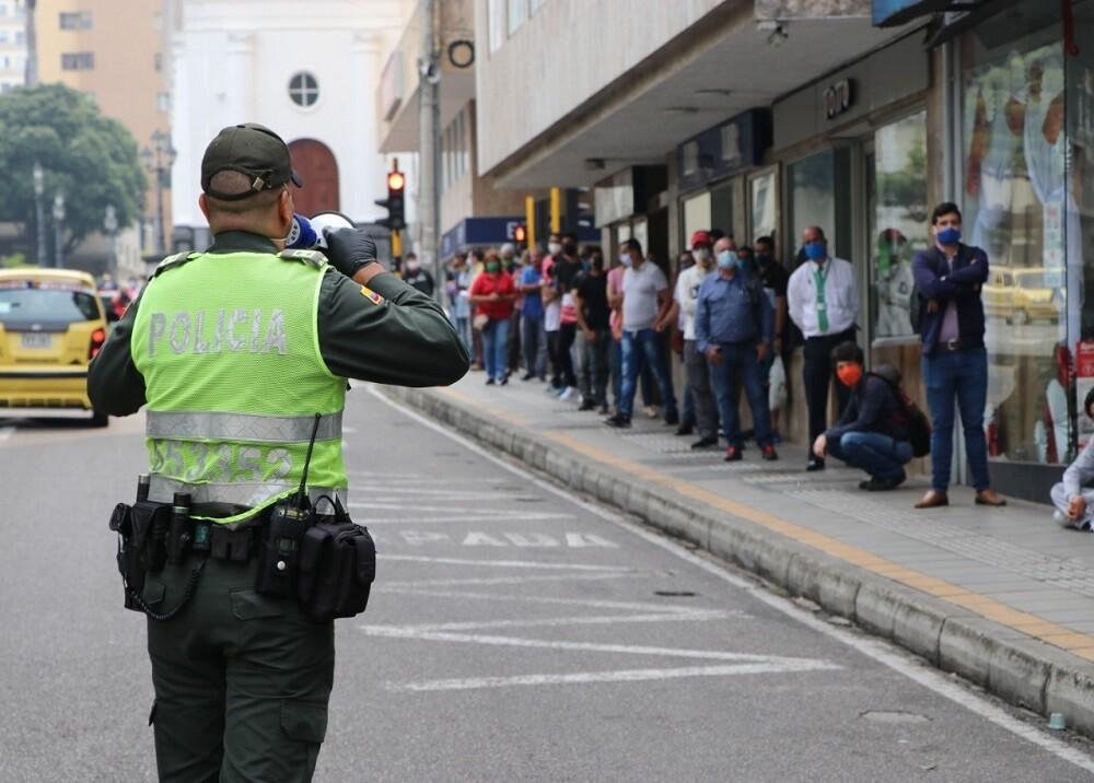 FOTO POLICIA FILA.jpg