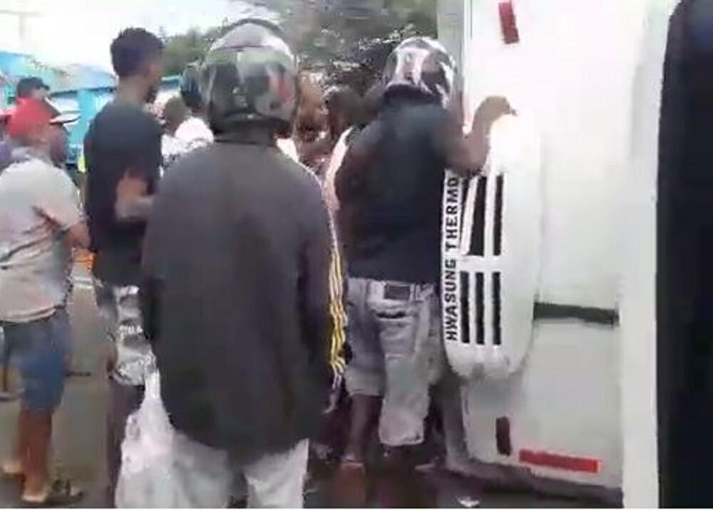 370570_Saqueo a camión. Foto: Captura de pantalla video suministrado