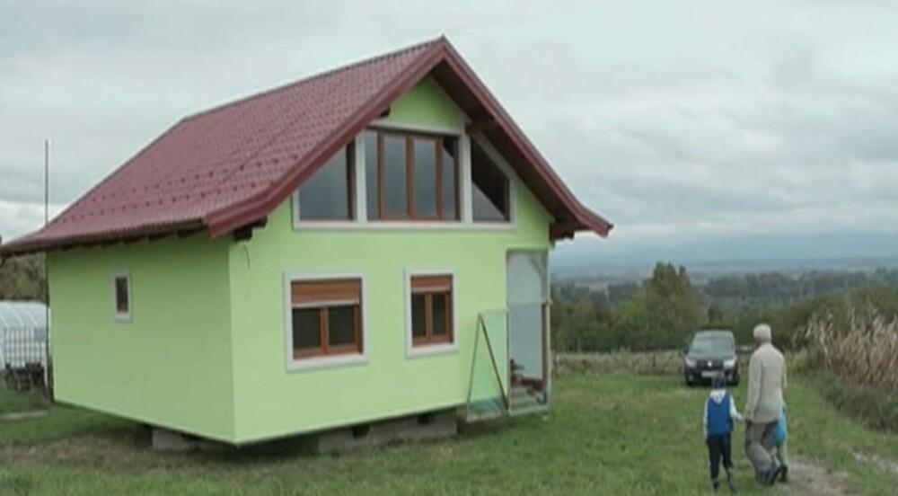 Le construyó una casa giratoria a la esposa ante continuos reclamos por el paisaje que veía