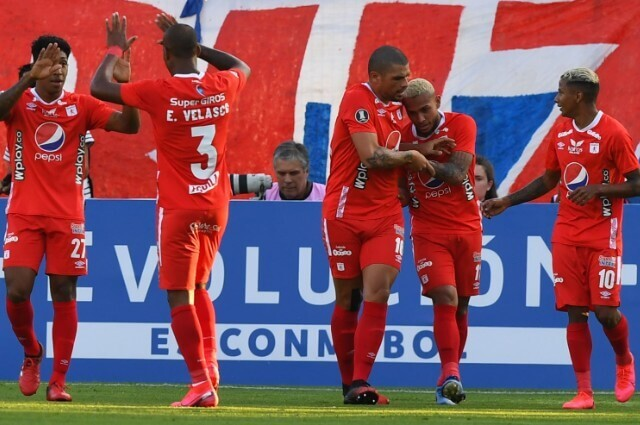 333516_Jugadores de América de Cali en festejo por gol en Copa Libertadores.