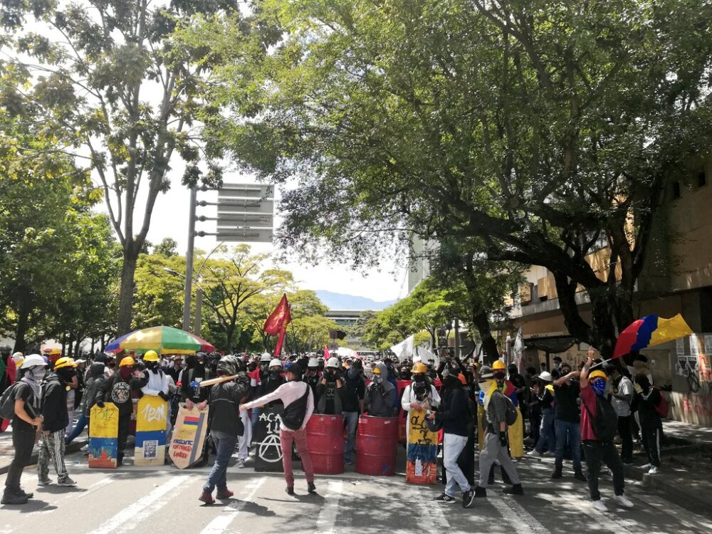 PRIMERA LÍNEA EN MEDELLÍN.jfif