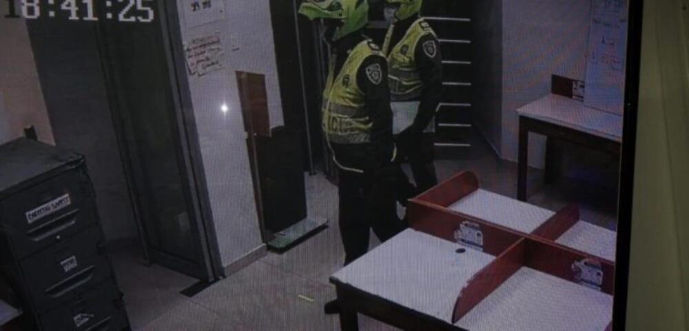 372159_Ladrones disfrazados de policías. Foto: Cortesía