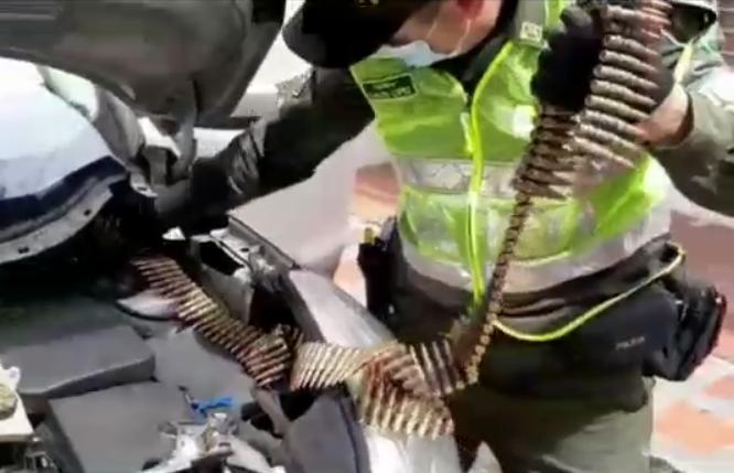 incautan munición camuflada en carro en Zarza, Valle.PNG