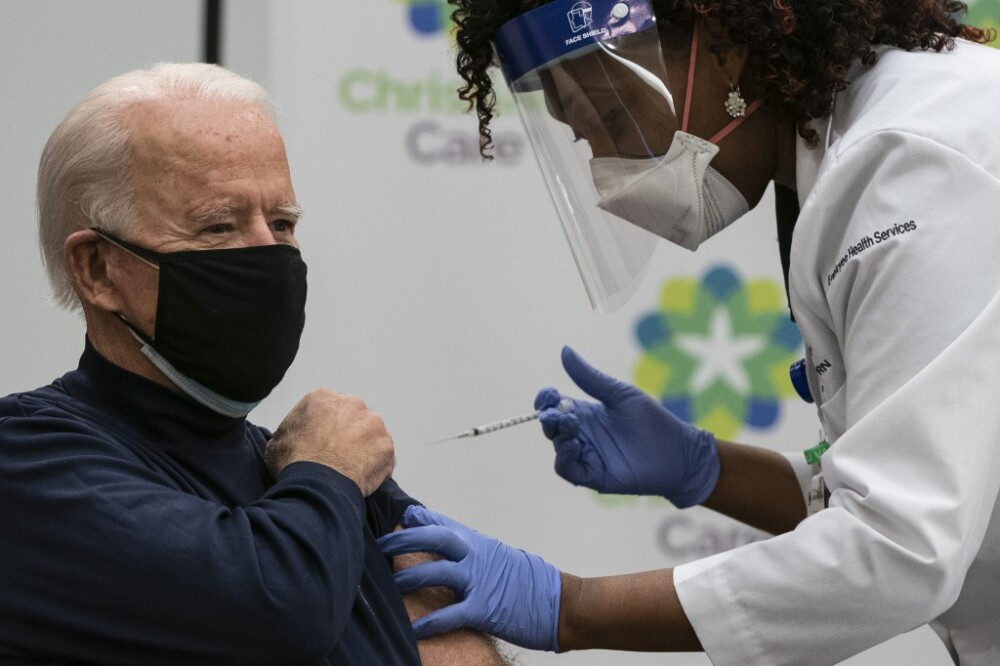 Joe Biden se vacunó contra el COVID. Foto AFP