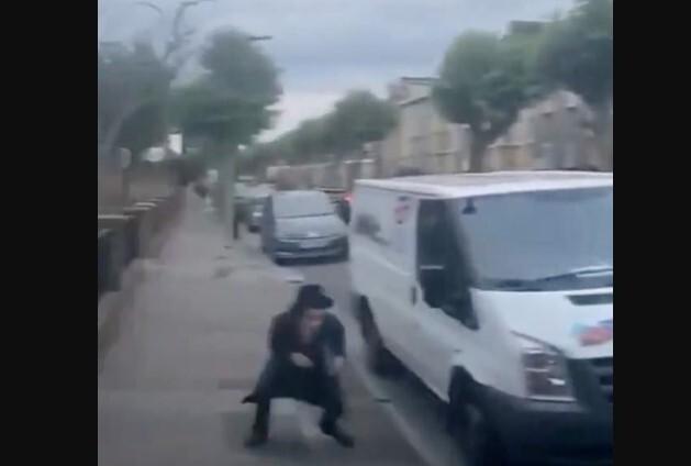 Gaviotas-atacan-a-un-hombre-en-Londres