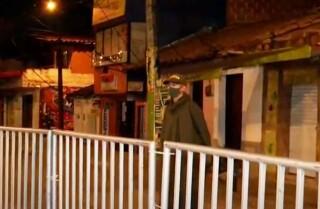 policia barrio santa cruz temor por el covid.jpg