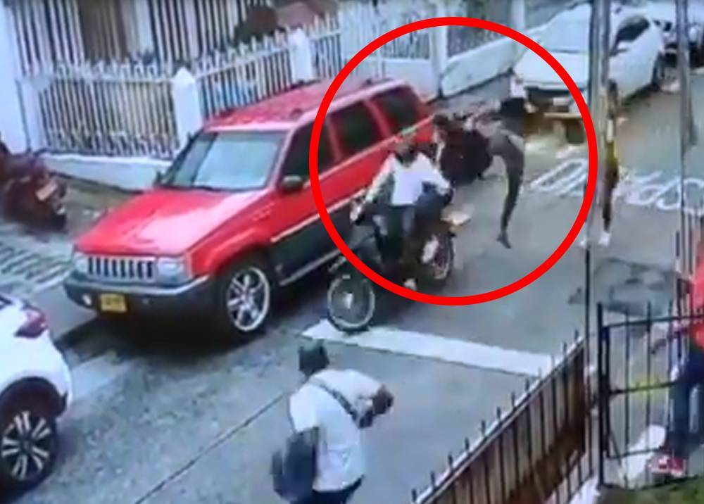 'Jackie Chan' lanza patada voladora a ladrones en Pereira.jpeg