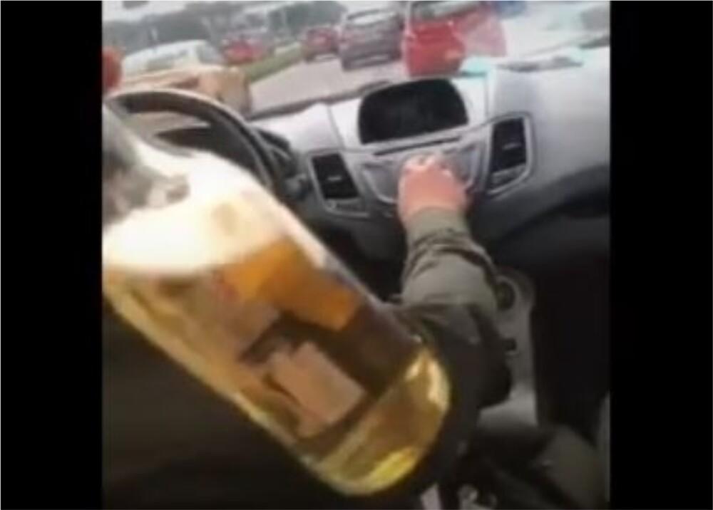 Policías consumiendo alcohol Foto captura de video.jpg