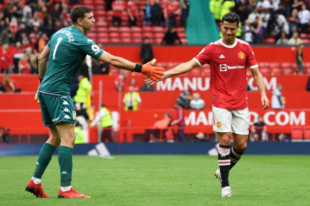 Emiliano Martínez y Cristiano Ronaldo