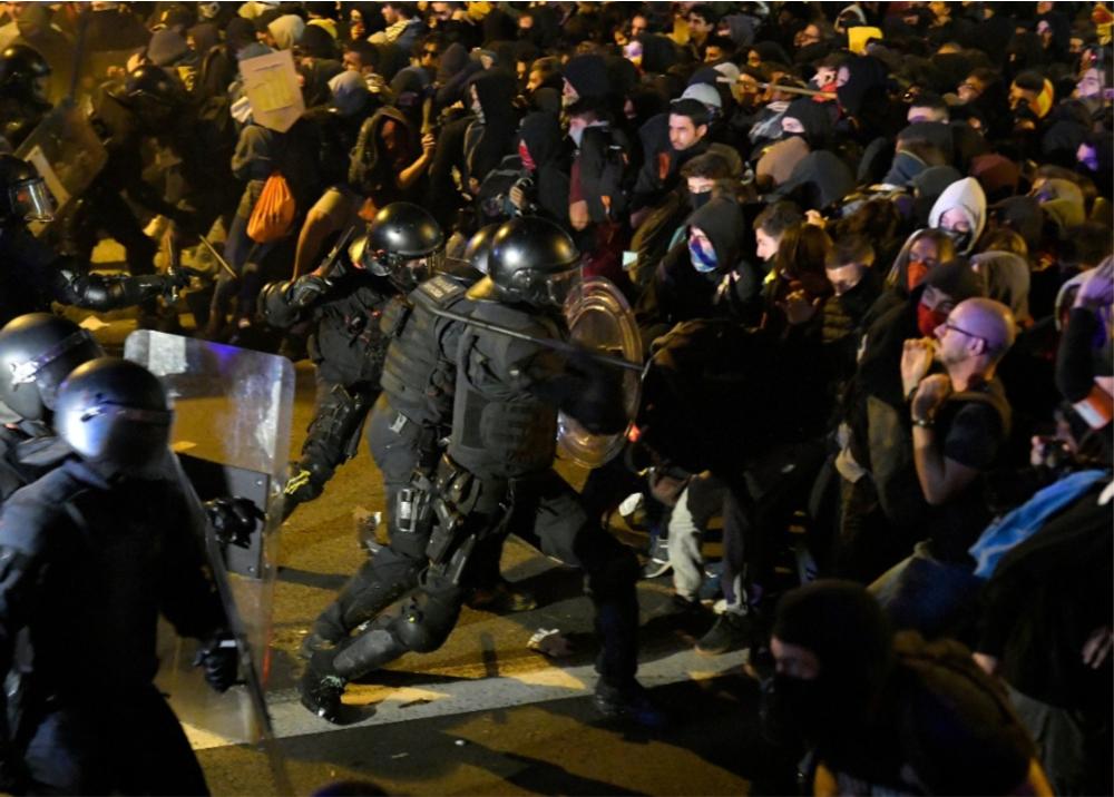 345944_Violentas protestas en Cataluña - AFP