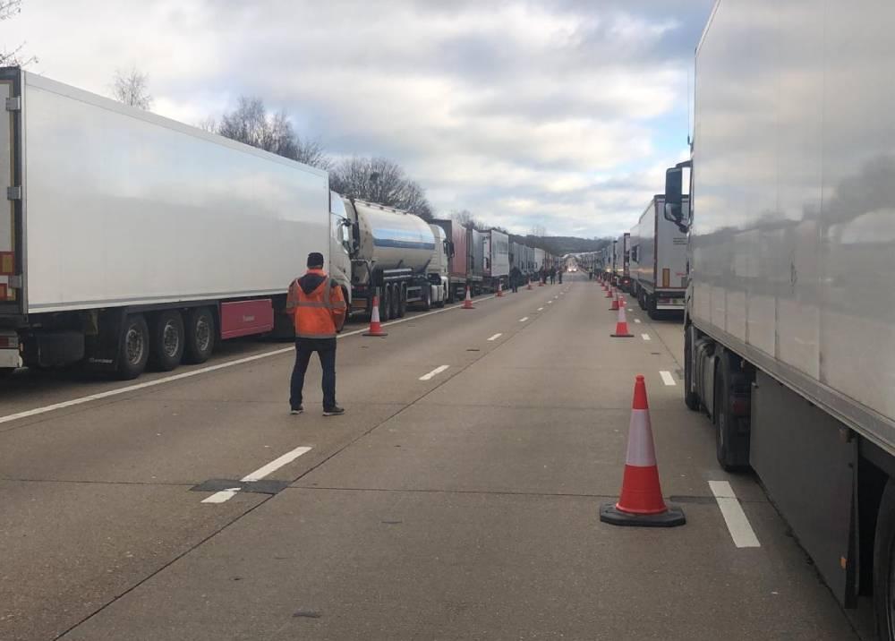 Durísima congestión en la frontera entre Francia y Reino Unido.jpeg