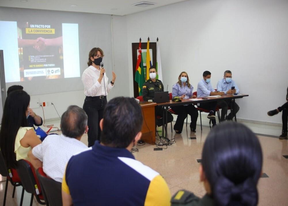 FOTO REUNIÓN SEGURIDAD CABECERA.jpg