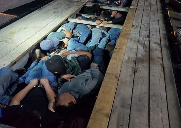 Personas encontradas en plataforma de una tractomula