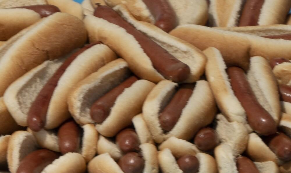 Hombre ganó concurso de comer perros calientes en Estados Unidos