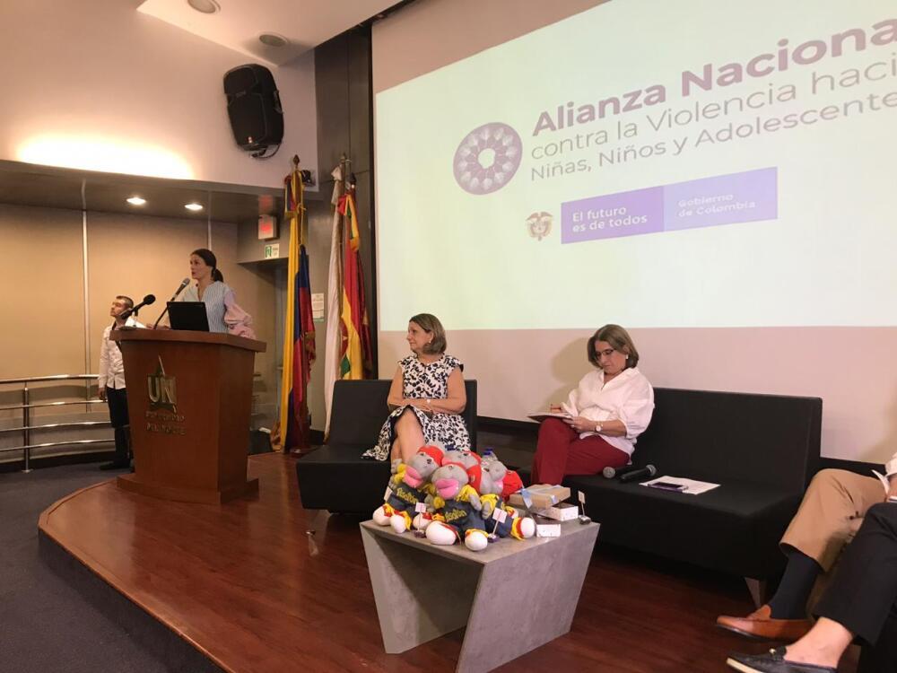 346423_BLU Radio// Directora general del Icbf, Juliana Pungiluppi y la ministra de Justicia Margarita Cabello. Foto: BLU Radio