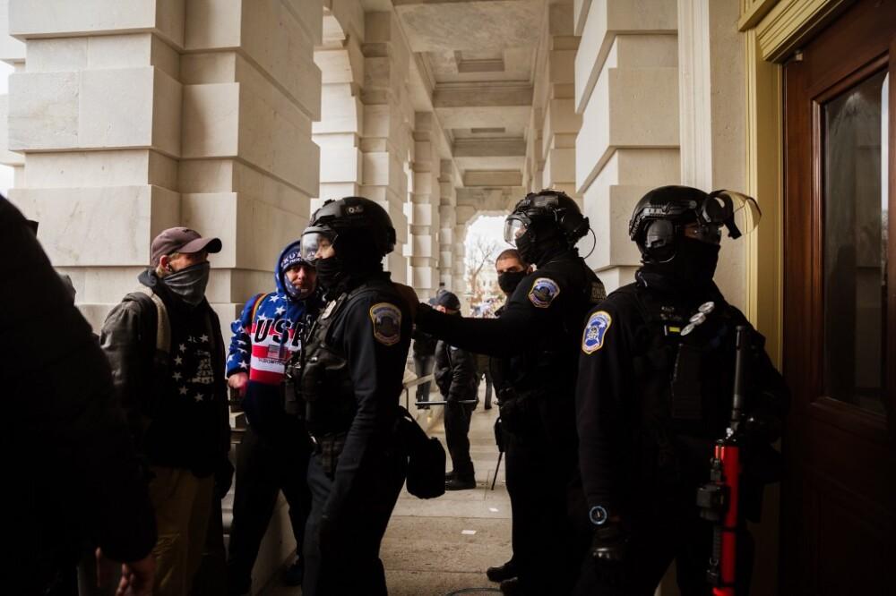 Policías en Capitolio de Washington. Foto: Referencia AFP