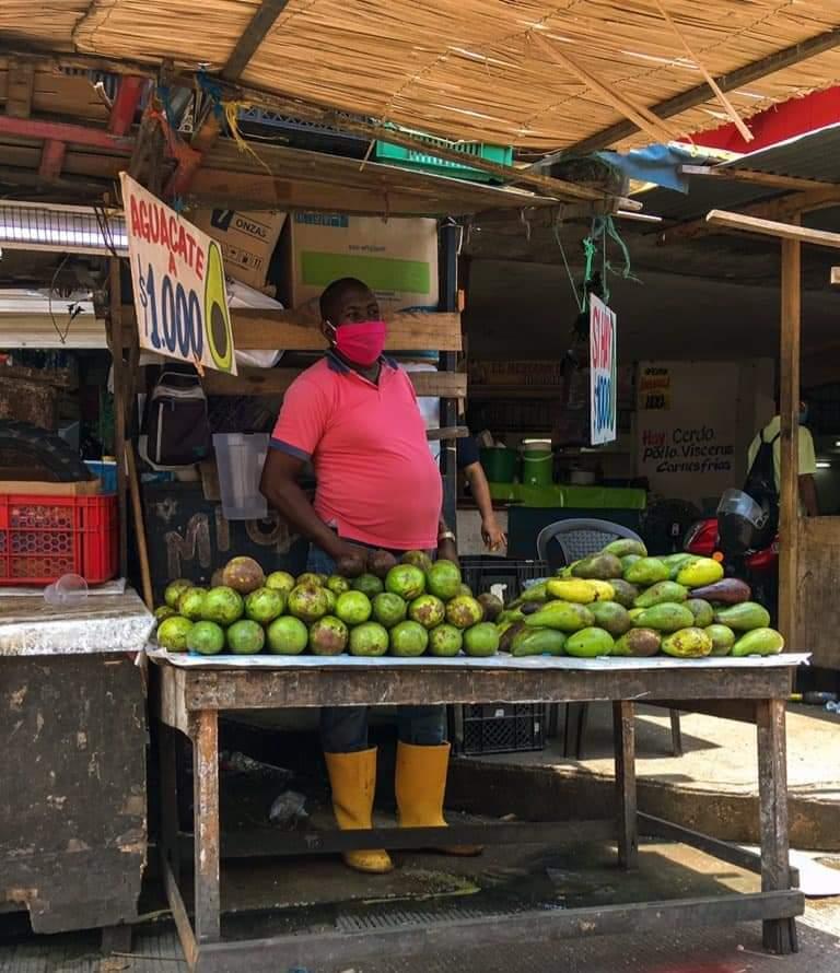 374035_BLU Radio // Se reactiva el comercio informal en el centro Barranquilla // Foto: Asovendedores