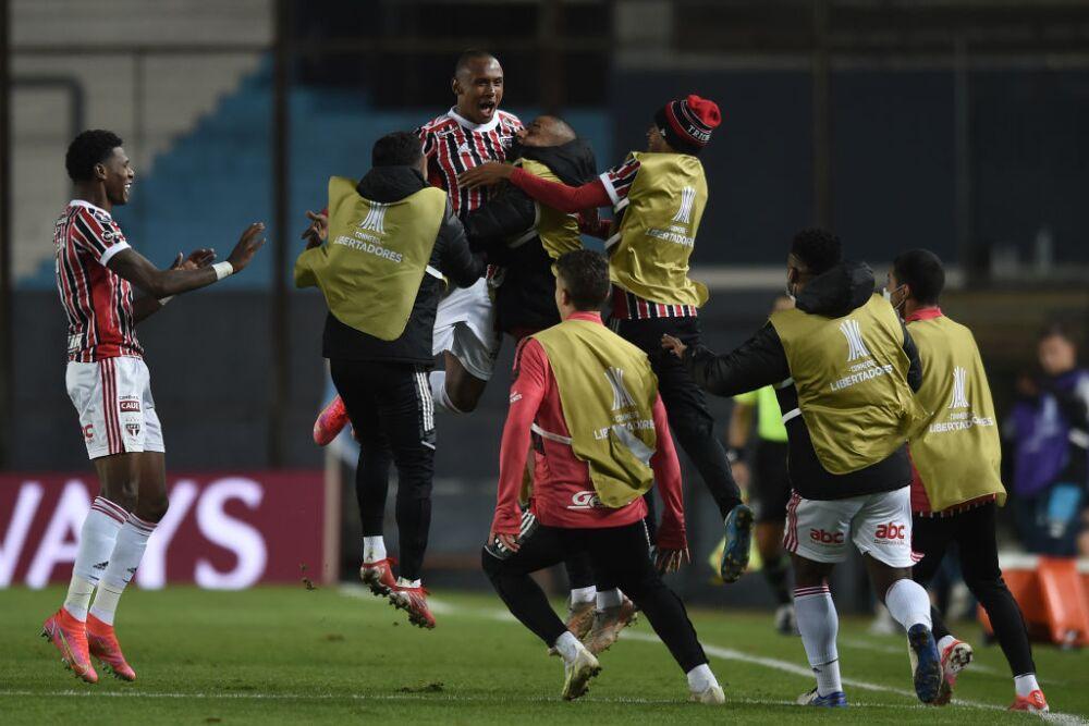 Racing Club v Sao Paulo - Copa CONMEBOL Libertadores 2021