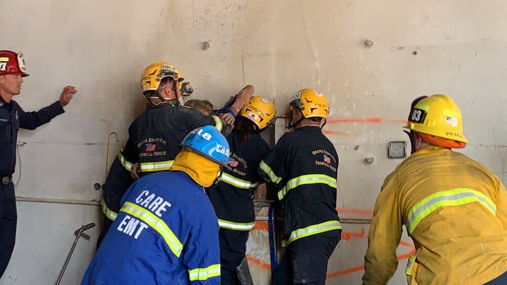 Rescate de una mujer que quedó atrapada entre dos edificios.