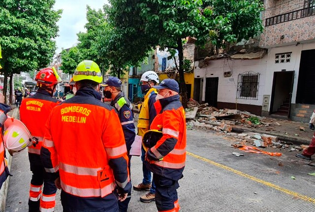 colapso-de-tres-casas-en-el-barrio-manrique-medellin.jpg