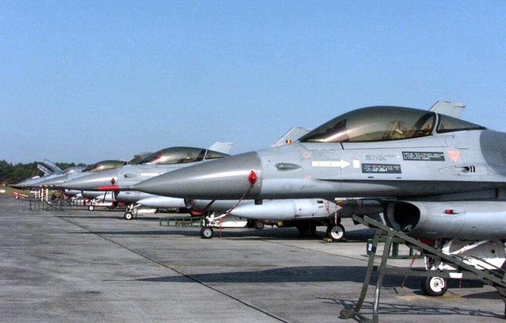 Aviones F 16