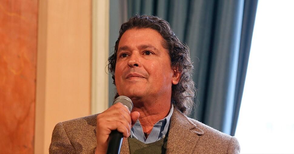 Carlos Vives se pronuncia frente al fallecimiento de su padre.