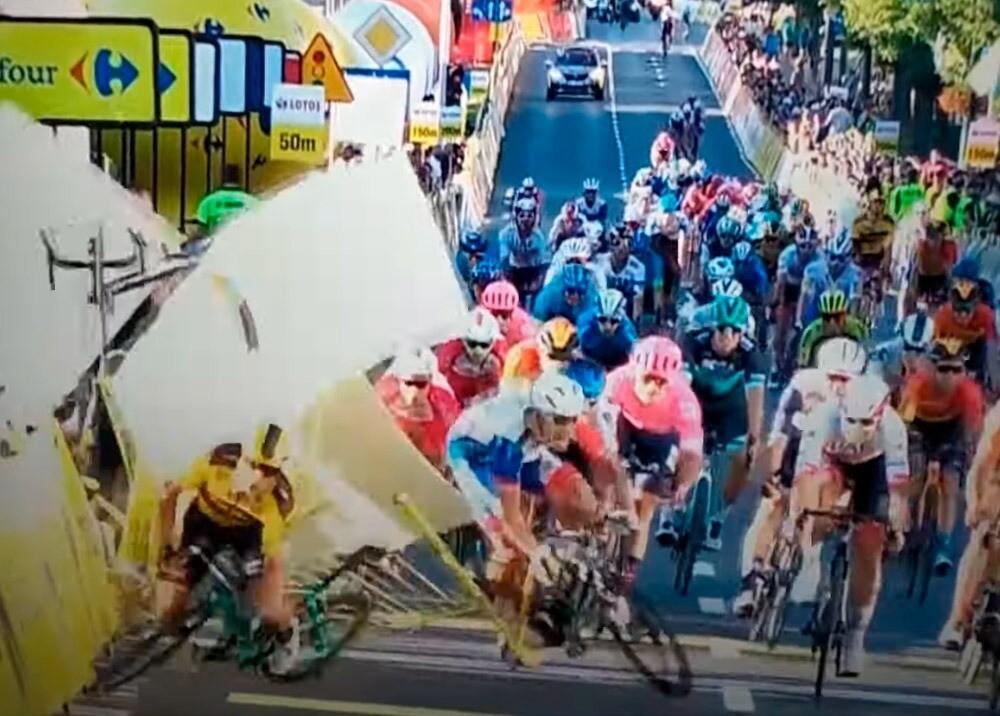 373388_Impresionante caída en masa en el Tour de Polonia // Foto: captura video @wcsbike