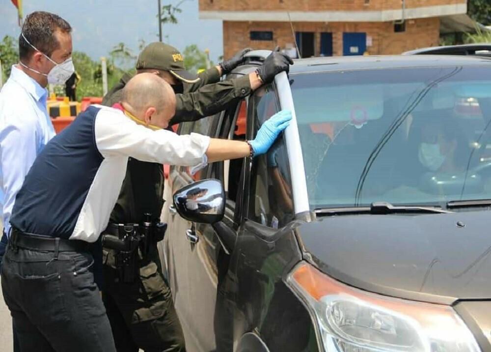 358985_BLU Radio. Controles en la Mesa de Los Santos / Foto: Alcaldía Piedecuesta