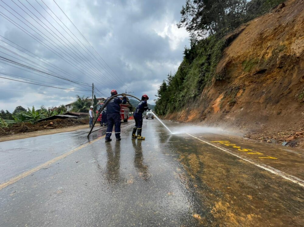 Vía Medellín - La Ceja, Antioquia.jpg