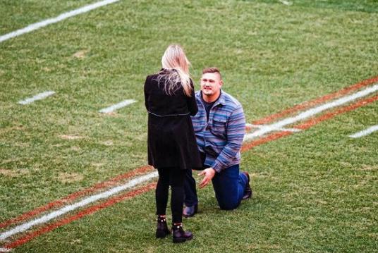 Wyatt Teller y su prometida Carly Whiting. Foto: Instagram Carly Whiting.