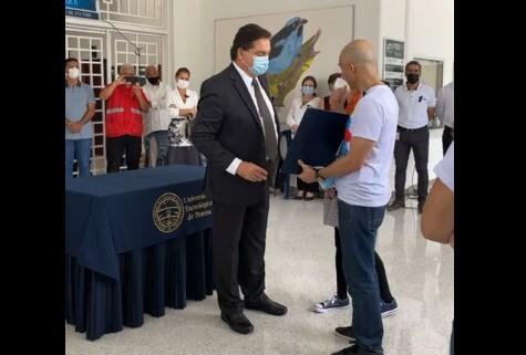 GUniversidad Tecnológica de Pereira entregó grado póstumo a Lucas Villa