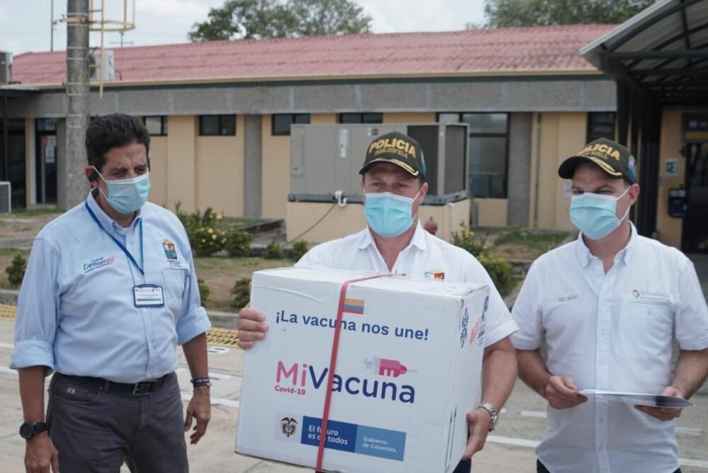 Vacunación de Verónica Machado,  Héctor Olimpo Sucre.jpeg