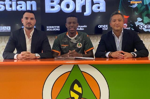 El futbolista Cristian Borja, junto a su representante Juan Pablo Pachón