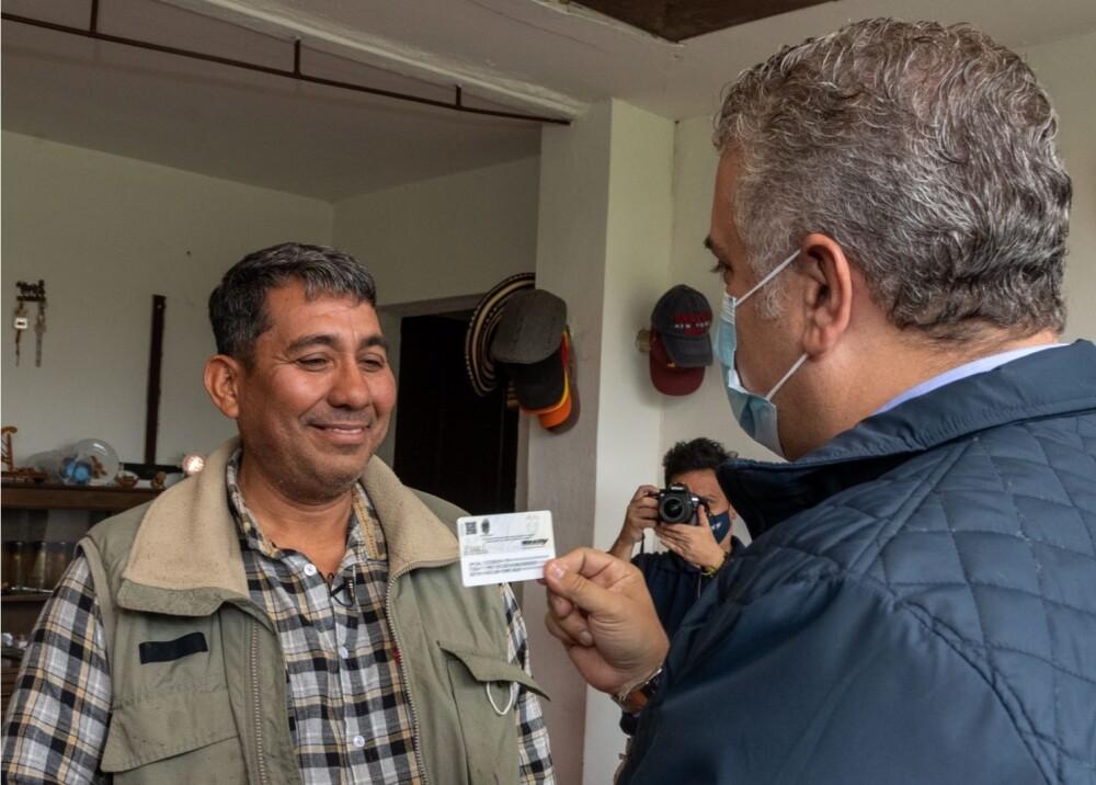Óscar Soto el primer venezolano en Colombia en recibir tarjeta del Estatuto Temporal de Protección.jpg