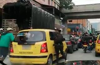 robo-a-taxi-en-medellin.jpg