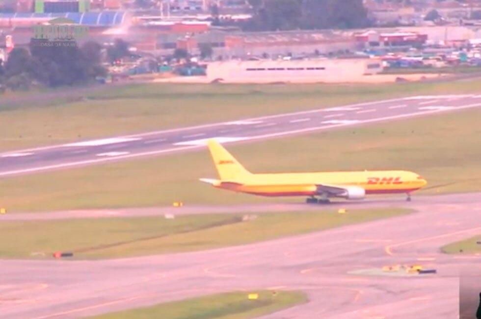 Aterriza en Bogotá avión con vacunas COVID