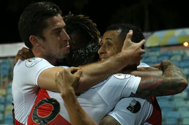 Tercer gol de Perú contra Paraguay