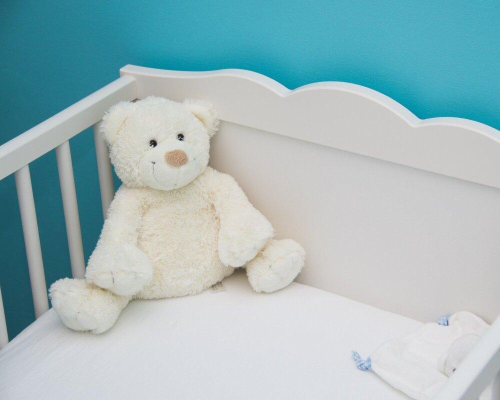 """Bebé es visitado por un supuesto """"fantasma"""" mientras duerme"""